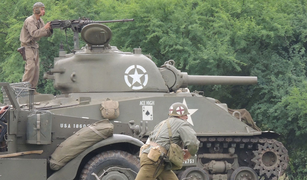 WWII tank and 2 soldiers
